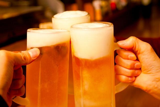 大阪駅で居酒屋をお探しなら安い価格でビールが楽しめる【おかじま】